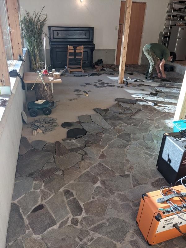 5月から始まった床石貼り、もうすぐGoal!_d0180447_12311739.jpg