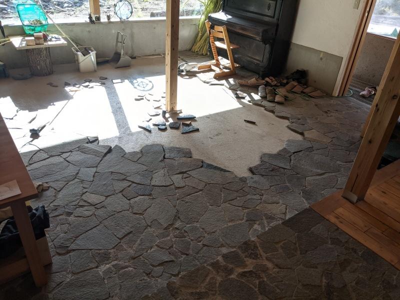 5月から始まった床石貼り、もうすぐGoal!_d0180447_12313299.jpg