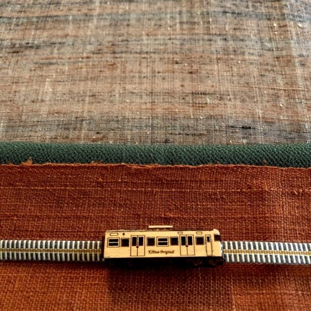 電車の帯留で_f0229926_14291999.jpeg