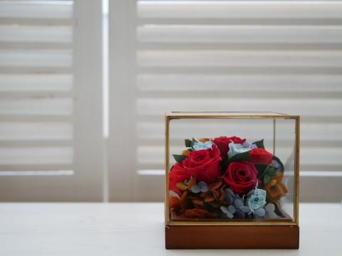 ガラスケースの贈り物…新作アレンジ_b0198238_10485856.jpeg