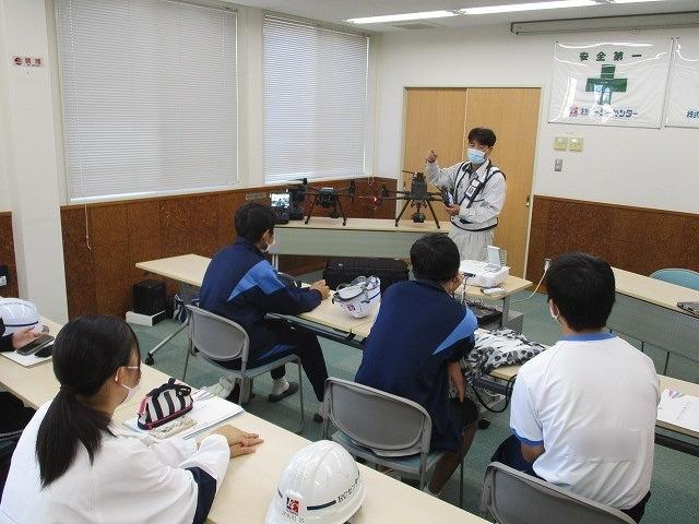 富士高の1年生がキャリア教育の一環でOBが社長を務める㈱イーシーセンターさんを企業訪問_f0141310_05480976.jpg
