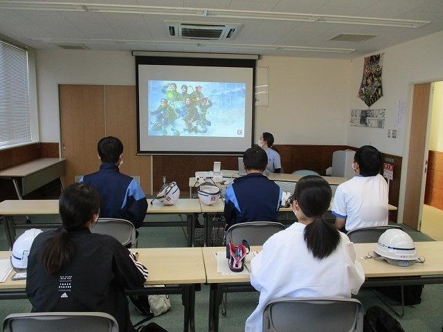 富士高の1年生がキャリア教育の一環でOBが社長を務める㈱イーシーセンターさんを企業訪問_f0141310_05484959.jpg