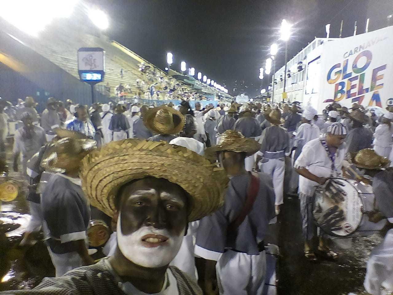 """◤ドキュメンタリー映画に出演◢ ブラジル、リオの映画祭公式作品""""30 Dias – Um carnaval entre a alegria e a desilusão""""_b0032617_22231737.jpg"""