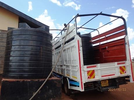 水不足のケニア、ナマンガ、キラキラ_b0124020_16053051.jpg