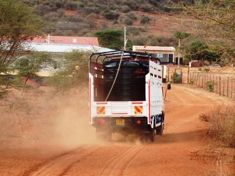 水不足のケニア、ナマンガ、キラキラ_b0124020_16053083.jpg