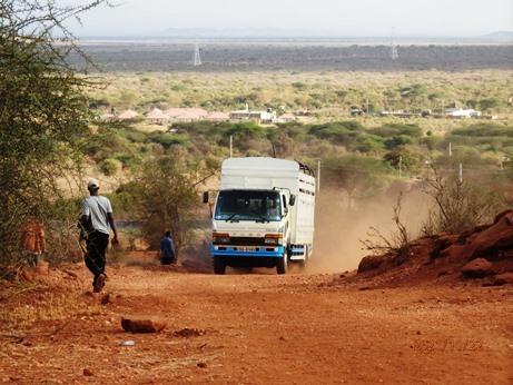 水不足のケニア、ナマンガ、キラキラ_b0124020_16053088.jpg