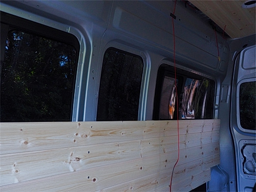 【NV350キャラバン】 キャンピングカーへの道[8] 天井と横壁の羽目板貼り_a0282620_21461500.jpg