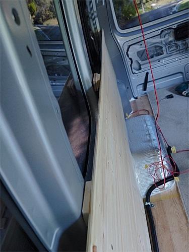 【NV350キャラバン】 キャンピングカーへの道[8] 天井と横壁の羽目板貼り_a0282620_21462390.jpg