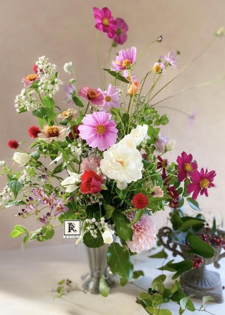 ほとんどのお花を摘み取った季節の花々をつかって こちらのクラスではレッスンをしています_c0128489_17410431.jpeg
